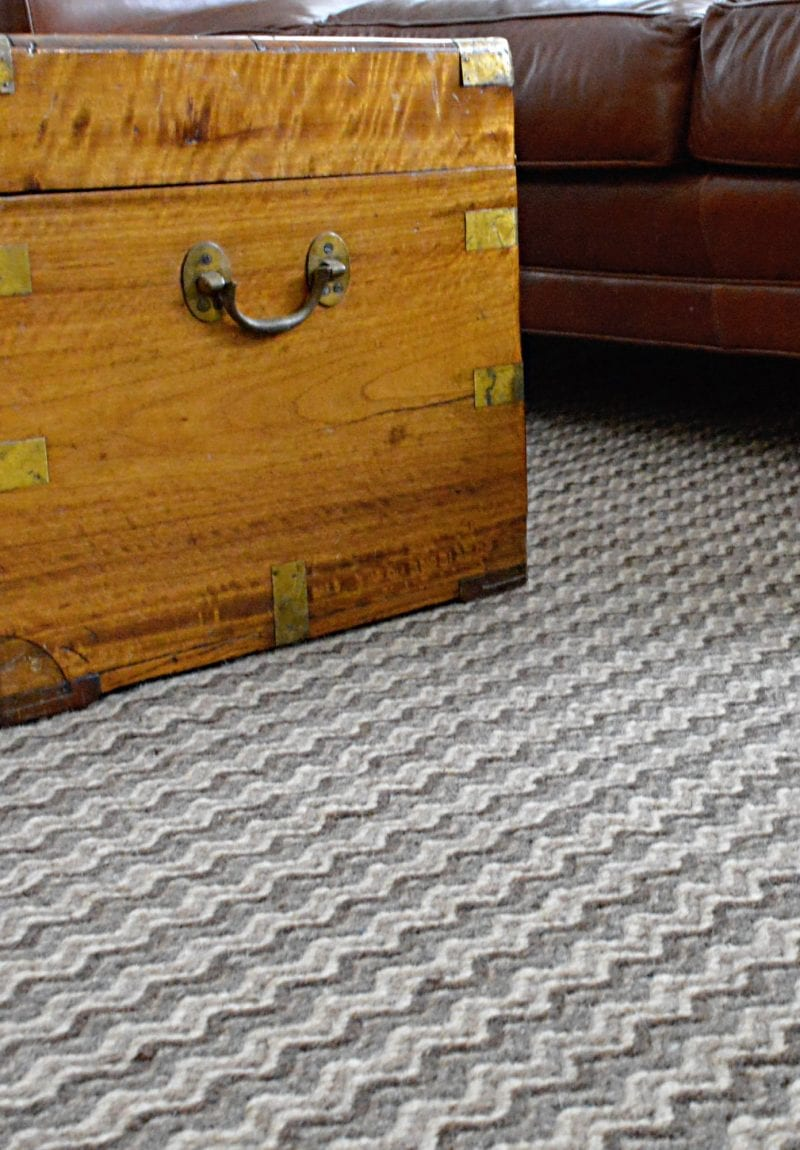 Perendale Rug with a wooden chest